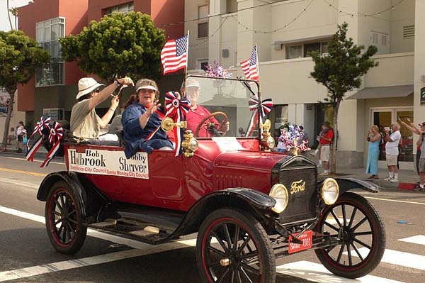 Holbrook drives Model T in 2007 Independence Day parade